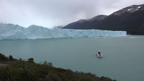 Argentina-Boat-And-Perito-Moreno-Glacier