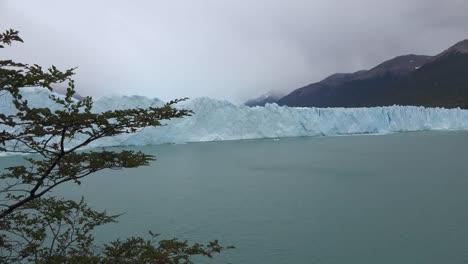 Argentina-Wall-Of-Ice-At-Perito-Moreno-Glacier