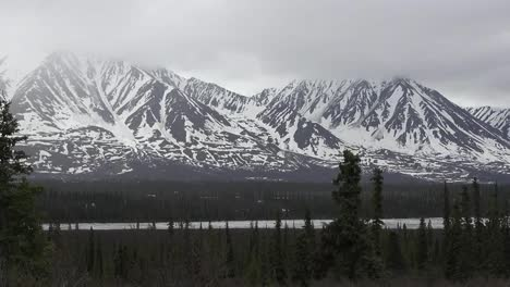 Alaska-Zoom-And-Pan-Snowy-Mountains