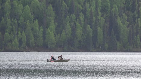 Alaska-Zooms-Out-From-Boat-In-Lake