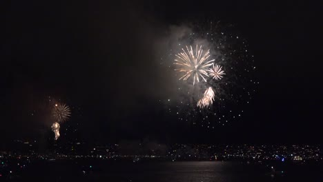 California-Fireworks-San-Diego-Beautiful-Bursts-Over-Bay
