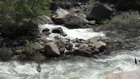 California-Merced-River-Zooms-On-Rocks