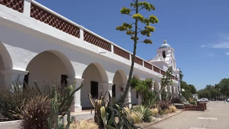 California-Oceanside-Mission-San-Luis-Rey-De-Francia-Front-Colonade