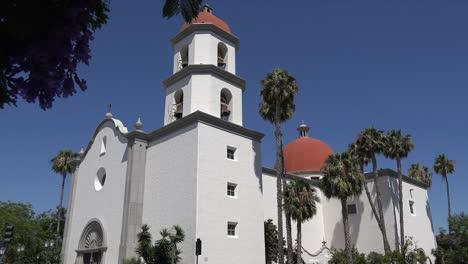 California-San-Juan-Capistrano-Mission-Nueva-Basílica-Perspectiva-Completa