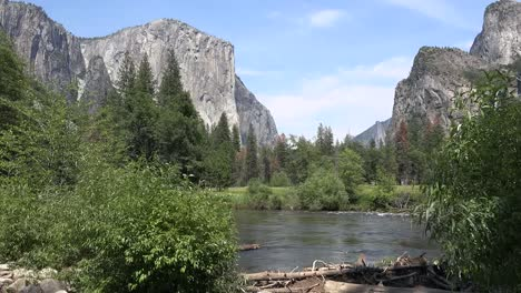 California-Yosemite-Merced-River