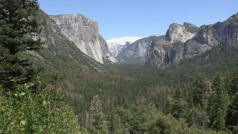 California-Yosemite-Valley-Overview