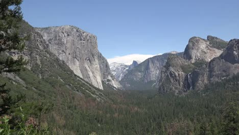 California-Yosemite-Beautiful-View-Slow-Zoom-In