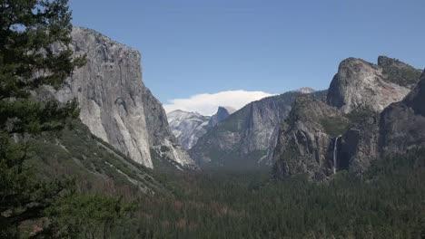 California-Yosemite-Zooms-From-Half-Dome