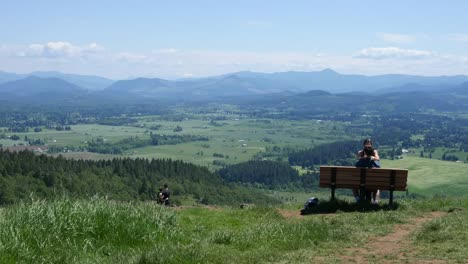 Oregon-Couple-On-Bench-Above-Willamette-Valley