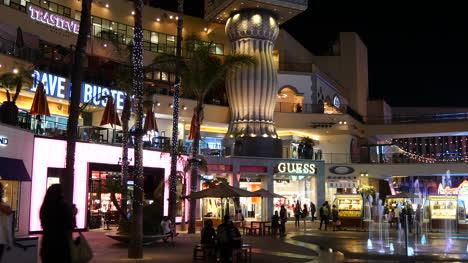 Los-Angeles-Hollywood-Shopping-Center-At-Night