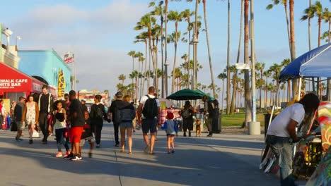 Los-Angeles-Venice-Beach-Boardwalk-Tourists-Walk-Down-Promenade