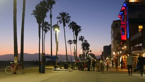 Los-Angeles-Venice-Beach-Boardwalk-Visitors-At-Dusk-Time-Lapse