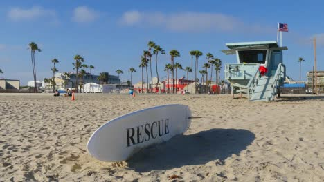 Los-Angeles-Venice-Beach-Lifeguard-Tower-And-Rescue-Surfboard
