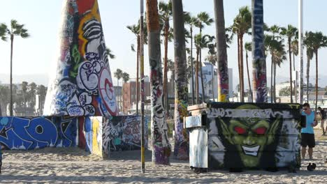 Los-Angeles-Venice-Beach-Park-Graffiti