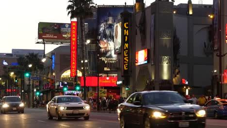 Los-Angeles-Evening-Traffic-On-Hollywood-Boulevard