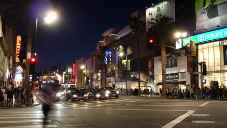 Los-Angeles-Light-Turns-And-People-Cross-Street-In-Hollywood