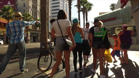 Los-Angeles-Pedestrians-In-Hollywood