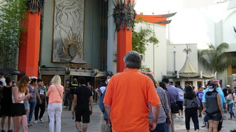 Los-Angeles-People-In-Costumes-In-Front-Of-Chinese-Theater
