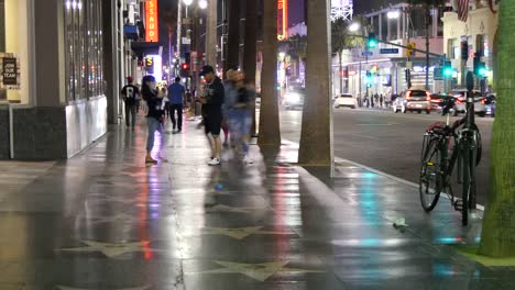 Los-Angeles-People-On-Hollywood-Walk-Of-Fame-At-Night