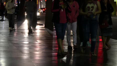 Los-Angeles-People-Walking-On-Hollywood-Sidewalk-At-Night-With-Reflections