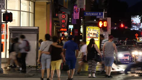 Los-Angeles-Sidewalk-Scene-At-Night