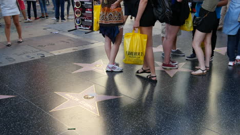 Los-Angeles-Turistas-Pies-Y-Piernas-En-El-Paseo-De-La-Fama-De-Hollywood