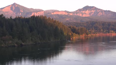 Oregon-Columbia-River-With-Mountains-In-Washington-Early-Morning-Pan