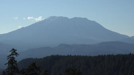 Washington-Mount-St-Helens-Looming-Zoom-Up