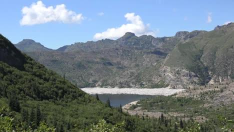 Washington-Meldet-Sich-In-Spirit-Lake-Zoom