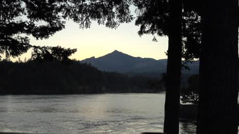 Oregon-Columbia-River-And-Washington-Mountain