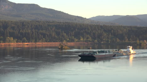 Oregon-Columbia-River-Barge-Zoom-Out