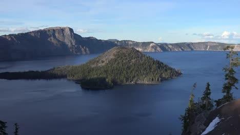 Oregon-Crater-Lake-Wizard-Island-In-Sun-Zooms-In