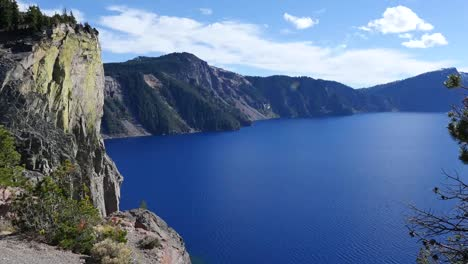 Oregon-Crater-Lake-And-Cliff-Pan