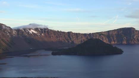 Lago-Del-Cráter-De-Oregón-E-Isla-Después-Del-Amanecer-Oregon-Crater-Lake-And-Island-After-amanecer