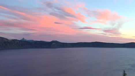 Oregon-Crater-Lake-At-Sunrise-Pan