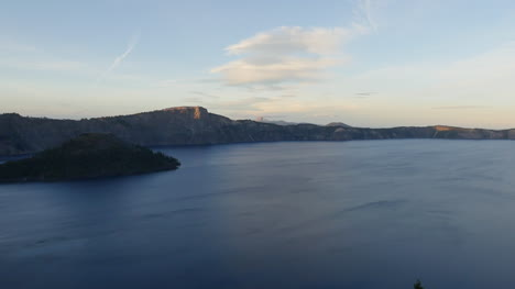 Oregon-Crater-Lake-Broad-View-In-Evening-Pan
