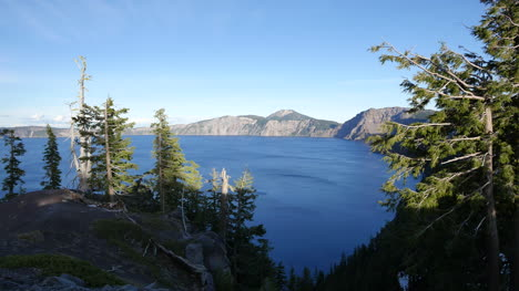 Oregon-Crater-Lake-Evening-View-With-Trees