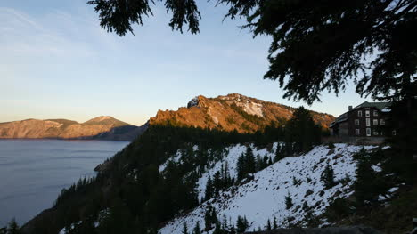 Oregon-Crater-Lake-Lodge-In-Evening