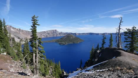 Oregon-Crater-Lake-Outstanding-View-With-Wizard-Island