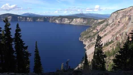 Oregon-Crater-Lake-Pan-Left