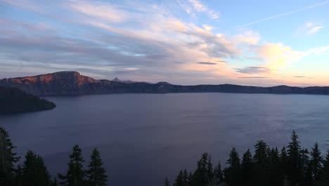 Oregon-Crater-Lake-Sun-Touches-Rim