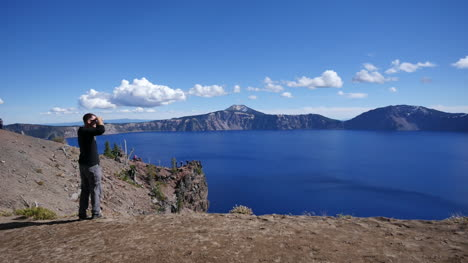 Oregon-Crater-Lake-Tourist-Leaves