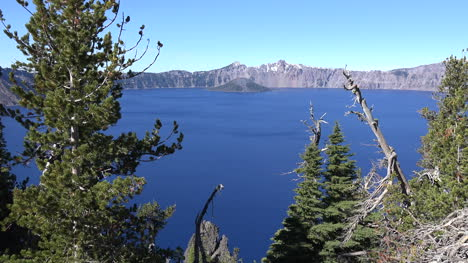 Vista-De-La-Isla-De-Mago-Del-Lago-De-Cráter-Del-Lago-Oregon