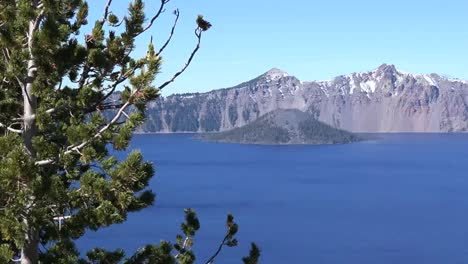 Oregon-Crater-Lake-View-With-Wizard-Island-Across-Water