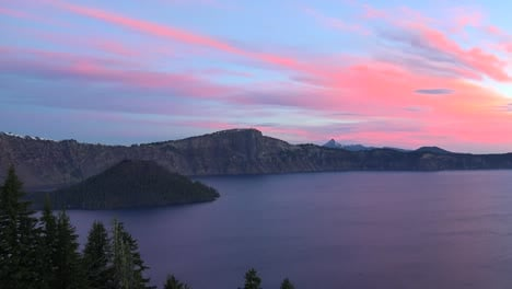 Oregon-Crater-Lake-View-With-Wizard-Island-Pan-And-Zoom