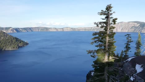 Oregon-Crater-Lake-View-With-Wizard-Island-Pans-Left