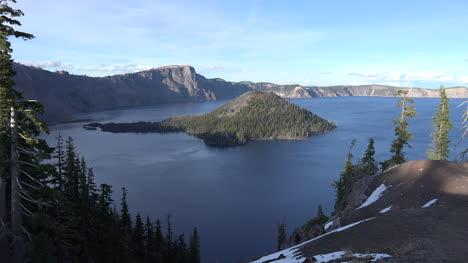 Lago-Del-Cráter-De-Oregón-Con-Vista-De-Isla-Mago