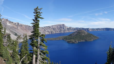 Oregon-Crater-Lake-With-Wizard-Island-Vista-Pan