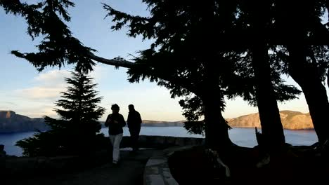 Oregon-Crater-Lake-With-Couple-In-Evening