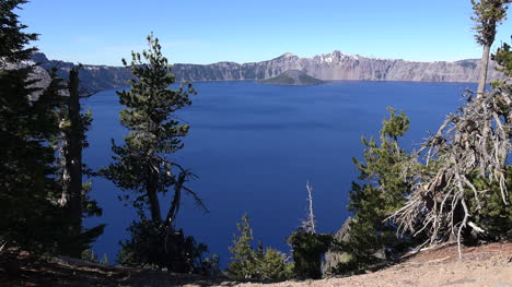 Oregon-Crater-Lake-With-Distant-Wizard-Island